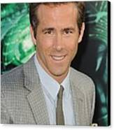 Ryan Reynolds At Arrivals For Green Canvas Print by Everett