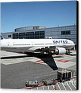 United Airlines Jet Airplane At San Francisco Sfo International Airport - 5d17114 Canvas Print by Wingsdomain Art and Photography