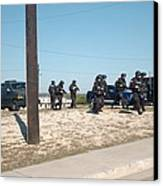 Us Army Swat Team Approaching Canvas Print by Everett