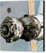 Iss Expedition 11 Crew Arriving Canvas Print by NASA / Science Source