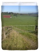 Old barn  Duvet Cover by Les Cunliffe