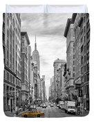 5th Avenue Yellow Cab - Nyc Duvet Cover by Melanie Viola