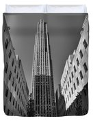 Ge Building In Black And White Duvet Cover by Dan Sproul