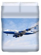 United Airlines Boeing 747 Airplane Landing Duvet Cover by Paul Velgos