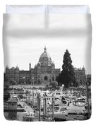 Victoria Harbour With Parliament Buildings - Black And White Duvet Cover by Carol Groenen