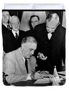 Roosevelt Signing Declaration Of War Duvet Cover by Photo Researchers