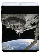 View Of Space Shuttle Discovery Duvet Cover by Stocktrek Images