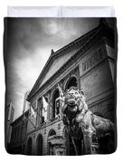 Art Institute Of Chicago Lion Statue In Black And White Duvet Cover by Paul Velgos
