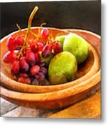 Bowl Of Red Grapes And Pears Metal Print by Susan Savad