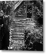 Forgotten Log Cabin Metal Print by Cindy Singleton