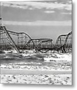 Hurricane Sandy Jetstar Roller Coaster Black And White Metal Print by Jessica Cirz
