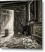 Inside Leo's Apple Barn - The Old Television In The Apple Barn Metal Print by Gary Heller