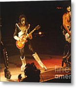 Kiss-b33a Metal Print by Gary Gingrich Galleries