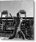 Mike Schmidt Statue In Black And White Metal Print by Bill Cannon