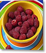Raspberries In Yellow Bowl On Plate Metal Print by Garry Gay