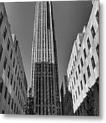 Ge Building In Black And White Metal Print by Dan Sproul