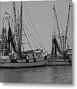 Shem Creek Shrimpers - Black And White Metal Print by Suzanne Gaff