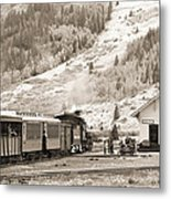 The D And S Pulls Into The Station Metal Print by Mike McGlothlen
