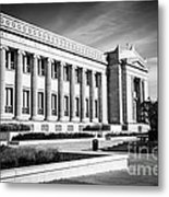 The Field Museum In Chicago In Black And White Metal Print by Paul Velgos