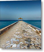 Waikiki Beach Walk Metal Print by Tin Lung Chao