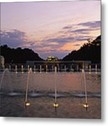 A Night View Of Memorial Plaza Metal Print by Richard Nowitz