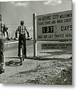 Atomic City Tennessee In The Fifties Metal Print by Tom Hollyman and Photo Researchers