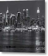 Manhattan Twilight Vii Metal Print by Clarence Holmes