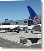 United Airlines Jet Airplane At San Francisco Sfo International Airport - 5d17116 Metal Print by Wingsdomain Art and Photography