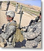 U.s. Army Soldiers Call In An Update Metal Print by Stocktrek Images