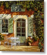 Al Fresco In Cortile Metal Print by Guido Borelli