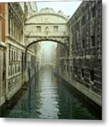 Bridge Of Sighs In Venice Metal Print by Michael Henderson
