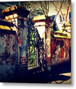 Old Iron Gate In Charleston Sc Metal Print by Susanne Van Hulst