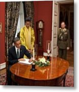 President Obama And Michelle Obama Sign Metal Print by Everett