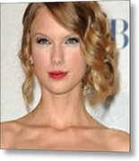 Taylor Swift In The Press Room Metal Print by Everett