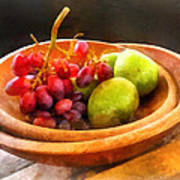 Bowl Of Red Grapes And Pears Print by Susan Savad