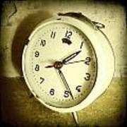 Vintage Clock Print by Les Cunliffe