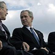 L To R Sec. Of Defense Donald Rumsfeld Print by Everett