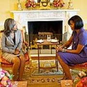 Michelle Obama Talks With Elizabeth Print by Everett