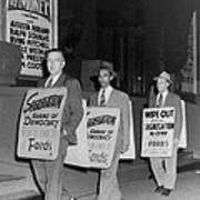 Pickets Protest In Front Of Baltimores Print by Everett