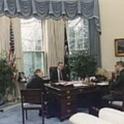 President George Bush Meets With Keys Print by Everett