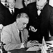 Roosevelt Signing Declaration Of War Print by Photo Researchers