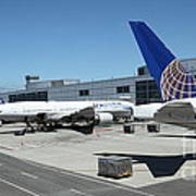 United Airlines Jet Airplane At San Francisco Sfo International Airport - 5d17116 Print by Wingsdomain Art and Photography