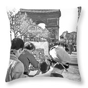 Arc De Triomphe Painter - B W Throw Pillow by Chuck Staley