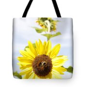 Bee On Flower Tote Bag by Les Cunliffe