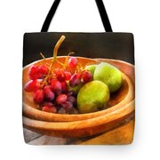 Bowl Of Red Grapes And Pears Tote Bag by Susan Savad