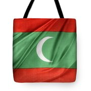 Maldives Flag Tote Bag by Les Cunliffe