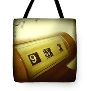 Retro Clock Tote Bag by Les Cunliffe