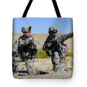 U.s. Army Soldiers Familiarize Tote Bag by Stocktrek Images