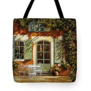 Al Fresco In Cortile Tote Bag by Guido Borelli