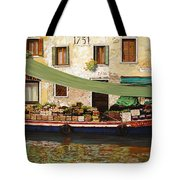 il mercato galleggiante a Venezia Tote Bag by Guido Borelli